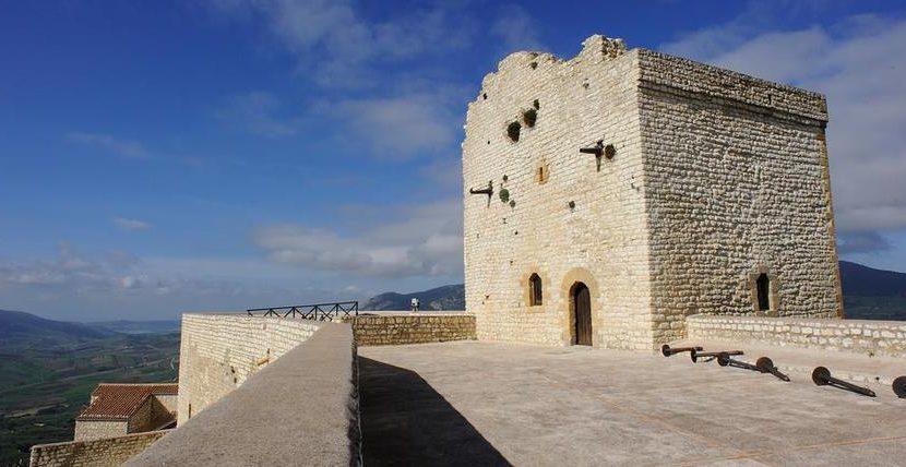 Visita al castello federiciano di Giuliana