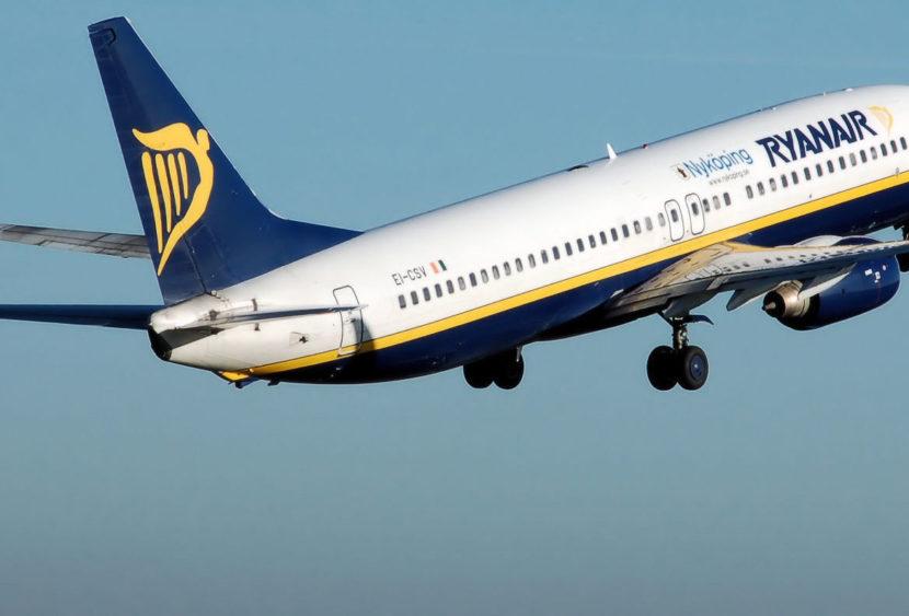 Ryanair mette fine al bagaglio a mano gratuito: come cambiano condizioni e tariffe?