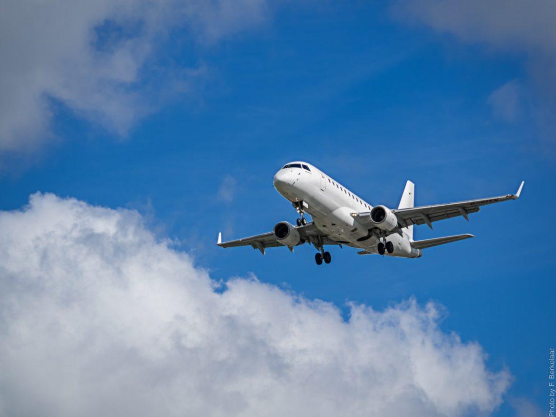 Nasce bimba durante il volo su un aereo diretto in India