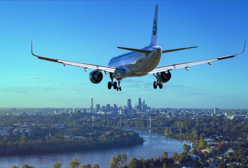 Paura su un volo per Las Vegas: l'aereo è investito da uno stormo e deve rientrare