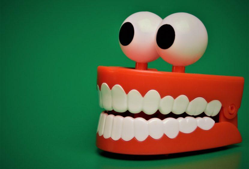 """Il forte richiamo del """"turismo dentale"""": rischi e vantaggi delle cure a basso costo"""