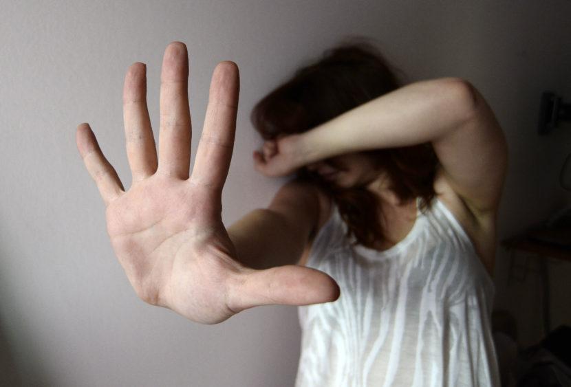 Perseguita e minaccia l'ex compagna nonostante il divieto di avvicinamento. Arrestato.