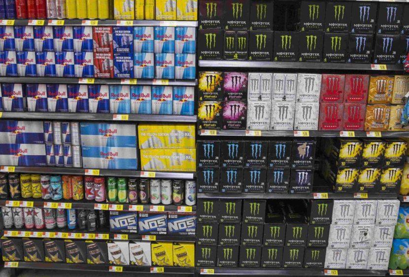 Energy drink: allarme dagli scienziati per le bevande stimolanti del popolo della notte