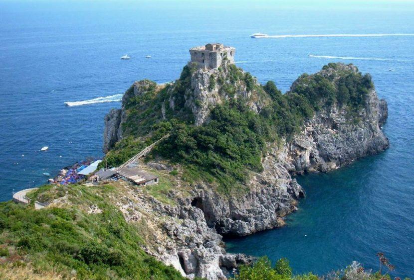 Alla scoperta di… Conca dei Marini: lo Smeraldo della costiera Amalfitana