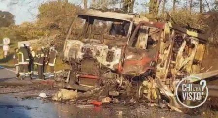 """Il fermo immagine tratto da un video di """"Chi l'ha visto??"""" mostra l'autocisterna di Gpl dopo l'esplosione nei pressi dell'area di servizio Ip di Borgo Quinzio (Rieti), 05 dicembre 2018. ANSA/FERMO IMMAGINE 'CHI L'HA VISTO?' +++ ATTENZIONE LA FOTO NON PUO' ESSERE PUBBLICATA O RIPRODOTTA SENZA L'AUTORIZZAZIONE DELLA FONTE DI ORIGINE CUI SI RINVIA+++ ++HO ? NO SALES EDITORIAL USE ONLY++"""