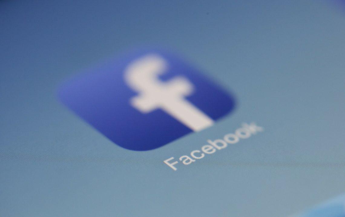 Privacy: altri guai in vista per Facebook, svelate 7 milioni di foto private
