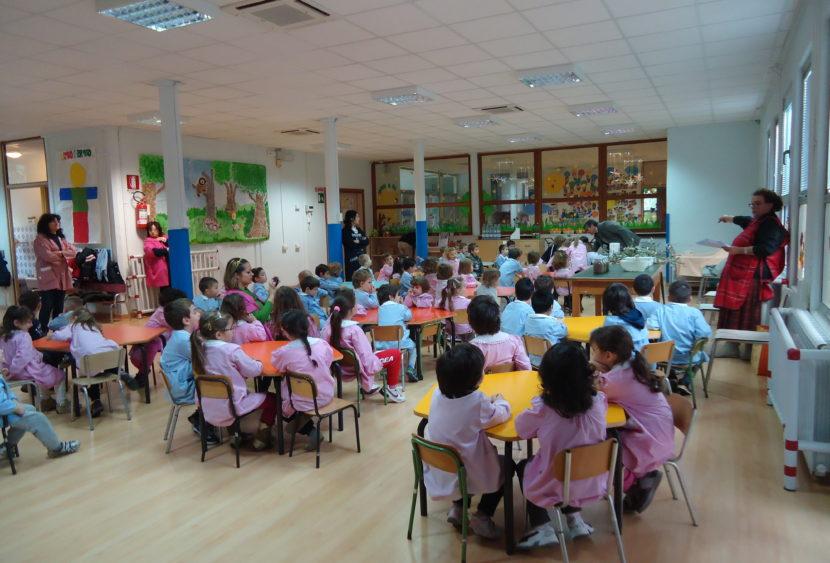 Udine, al bando i bambolotti di colore dall'asilo: «Ricordano culture diverse»
