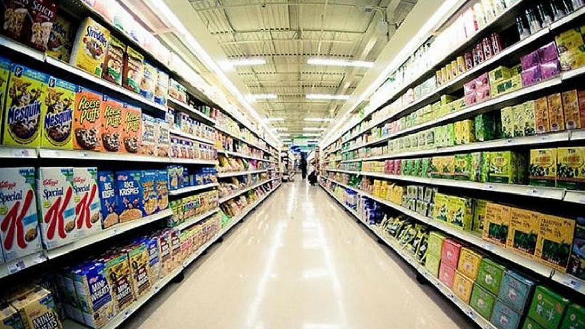 Regno Unito, via gli snack dalle casse dei supermercati