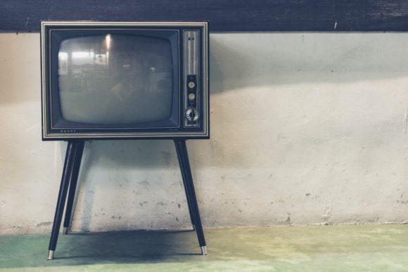 """""""Romanzo popolare"""": quando la TV rende schiavi"""
