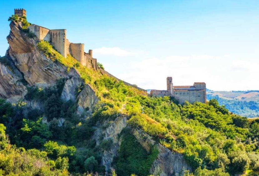 Roccascalegna: il castello medievale è noleggiabile per soli 90 euro
