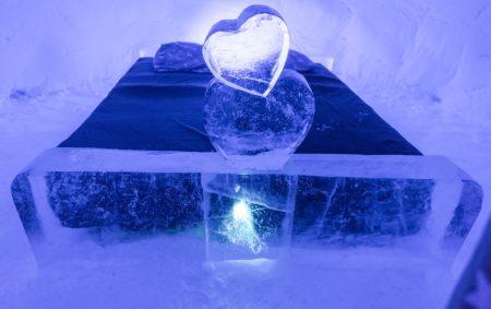 snowhotel-2071404_960_720
