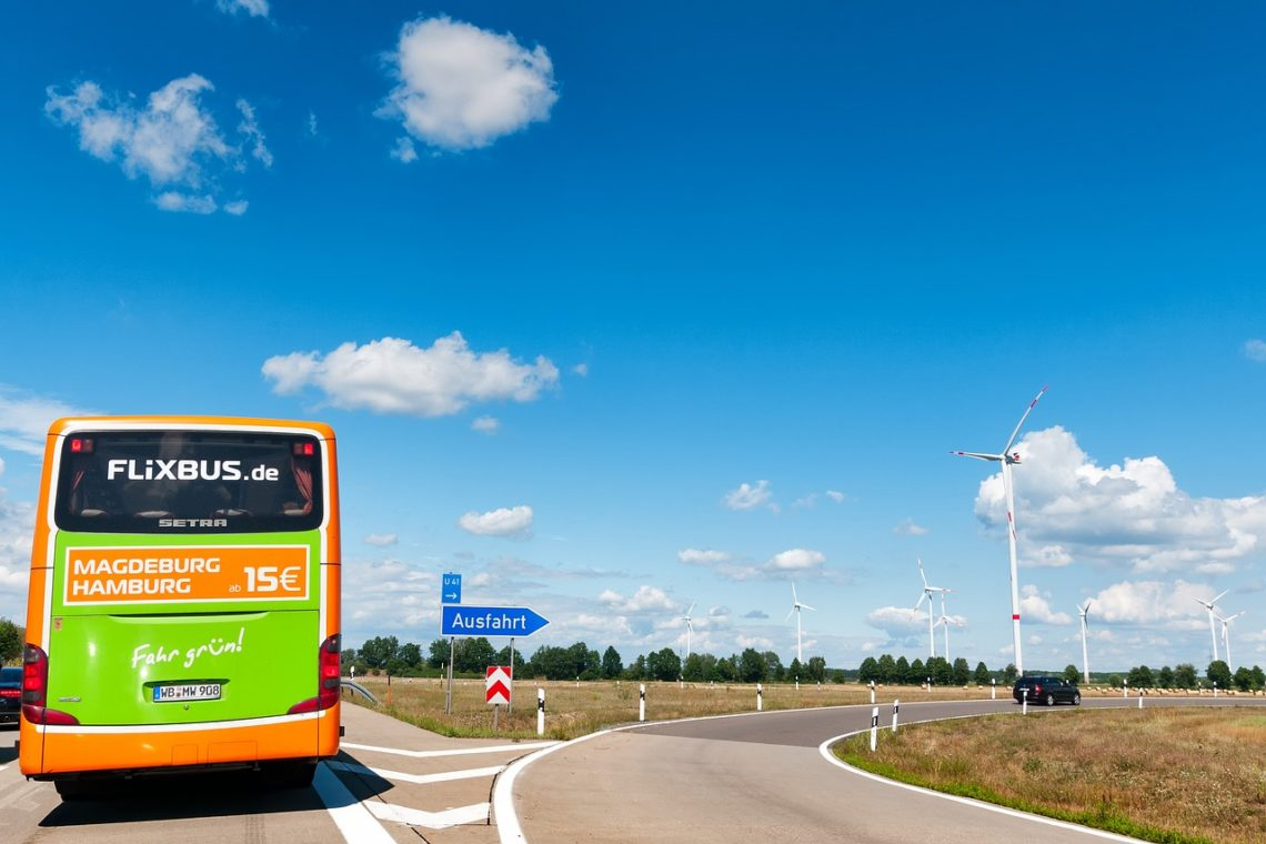 FlixBus valorizza il patrimonio culturale: se parti in bus da Bologna, sconti e attività gratis nei musei di Milano, Trieste e Ancona