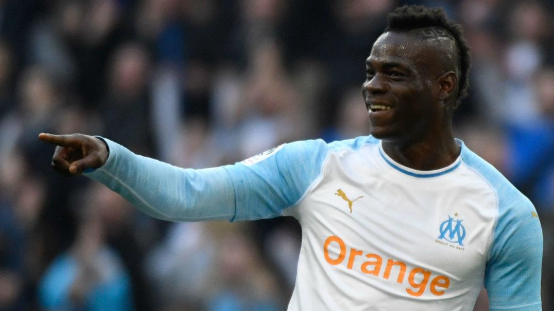 L'ex Balotelli punisce il Nizza, avvincente lotta al titolo tra City e Liverpool