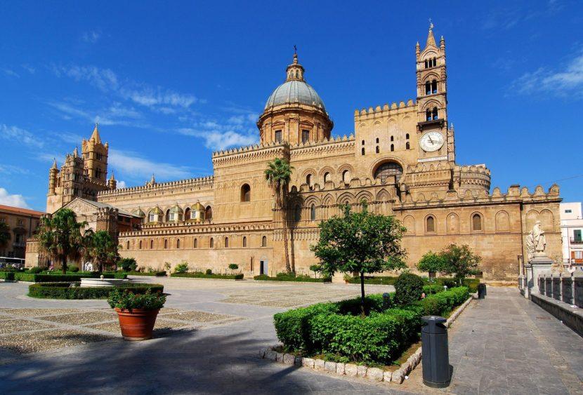 Conferita cittadinanza onoraria a 71 alunni stranieri nati a Palermo