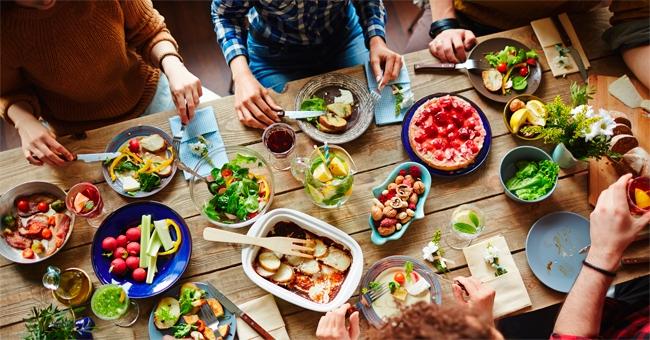Mangiare insieme: condividere i pasti aiuta ad essere più felici