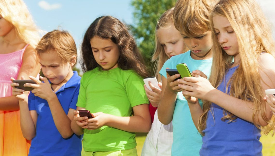 Come e quando usare il cellulare? Ecco i consigli dei pedagogisti