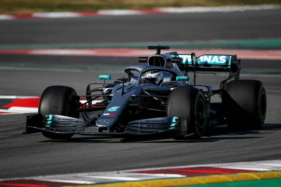 F1, le Mercedes volano sul circuito spagnolo, Ferrari in stand-by