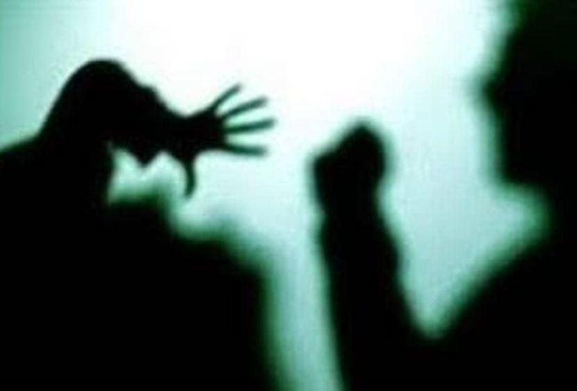 Maltrattata dalle due figlie: dopo anni trova il coraggio e denuncia