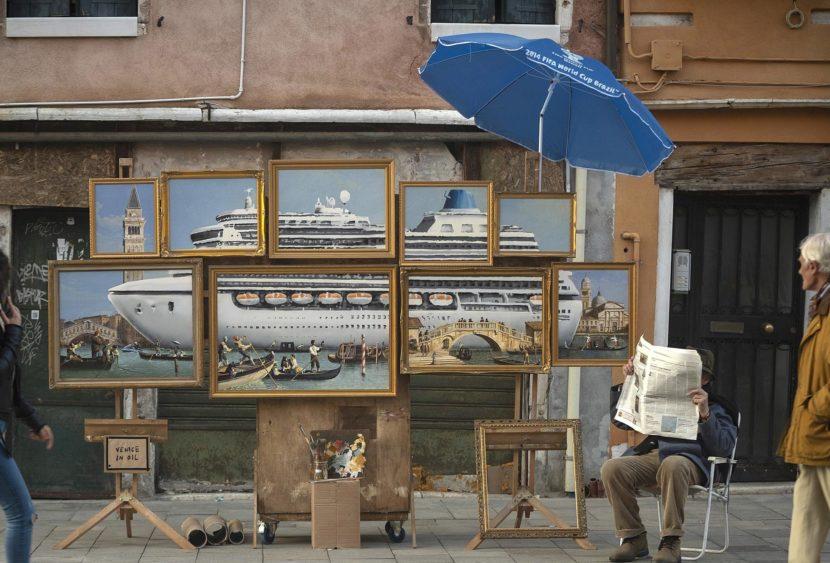 Banksy intruso alla Biennale d'Arte di Venezia: accusato di abuso del suolo pubblico