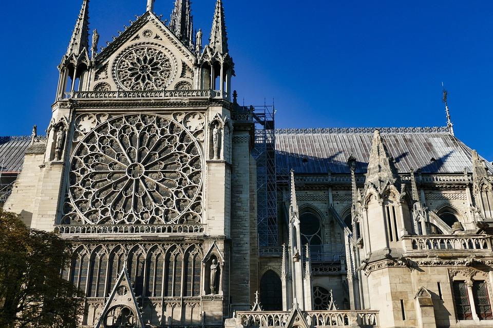Notre-Dame: la tazza-souvenir che sostiene la ricostruzione
