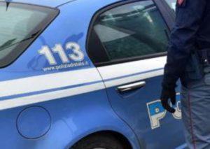 Torino, forze dell'ordine fanno desistere un uomo dal suicidio
