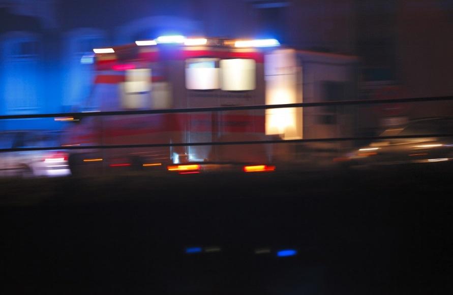 Auto contro il guardrail, 7 feriti e un morto a Catania