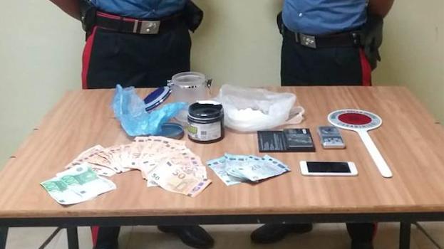 Nascondeva cocaina in casa, giovane arrestato dai Carabinieri