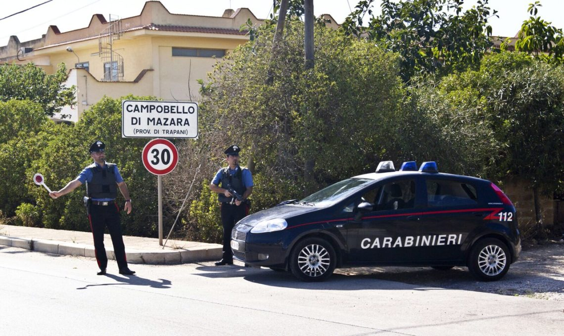 Si introduce in un appartamento e viene colto in flagrante dai Carabinieri: arrestato per furto
