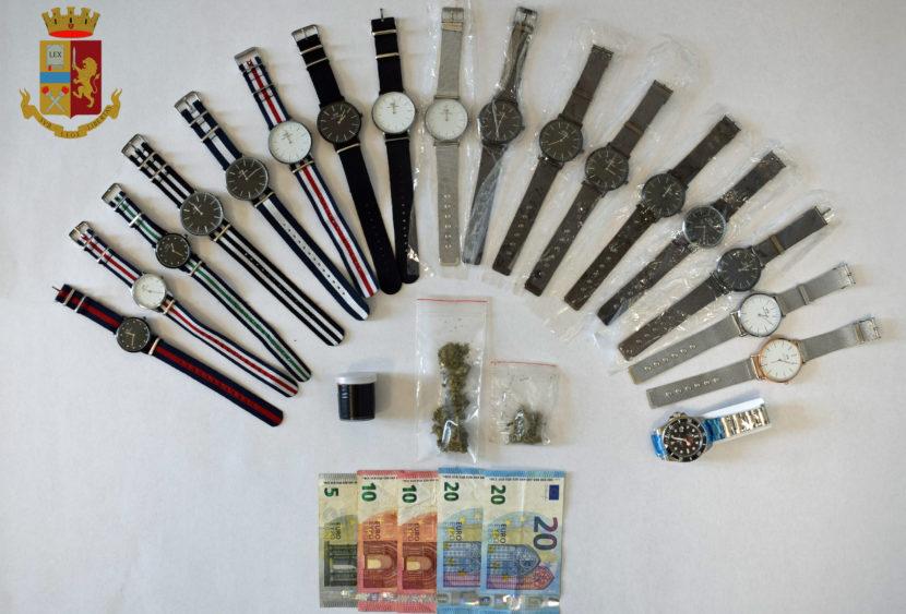 Vende orologi contraffatti e spaccia droga ma non si accorge della Polizia: arrestato