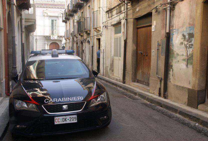 Estorsione e truffa assicurativa: arrestati due complici di 30 e 62 anni