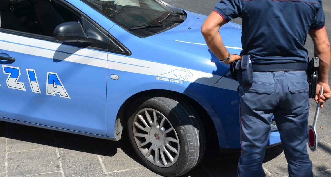 Ubriaco, alla guida di un veicolo, non si ferma all'alt della Polizia di Stato: arrestato