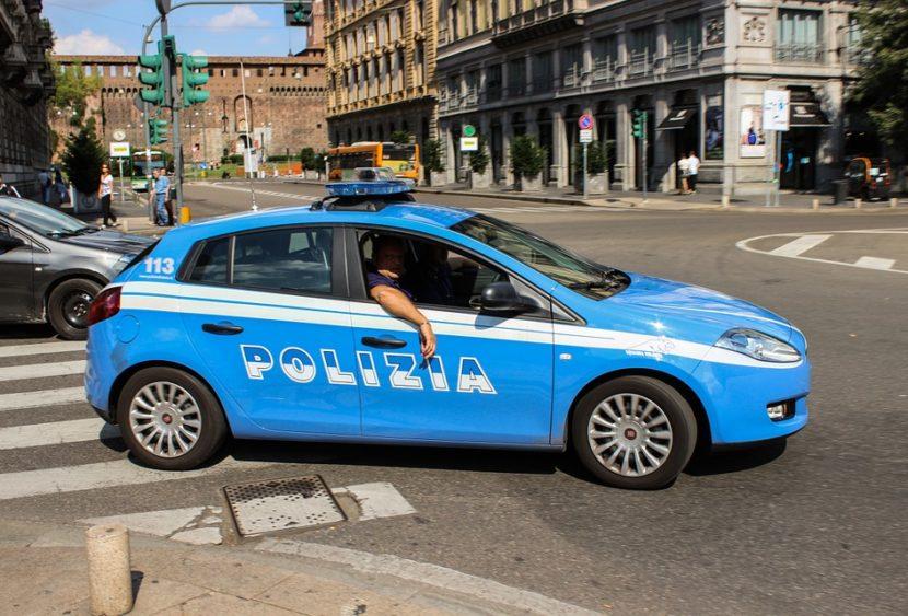 Torino, ubriaco danneggia dieci veicoli in dieci minuti. L'indomani fa di peggio