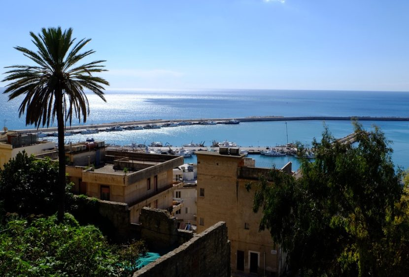 """L'""""Isola che non c'è"""" esiste e si trova in Sicilia: alla scoperta dell'isola Ferdinandea"""