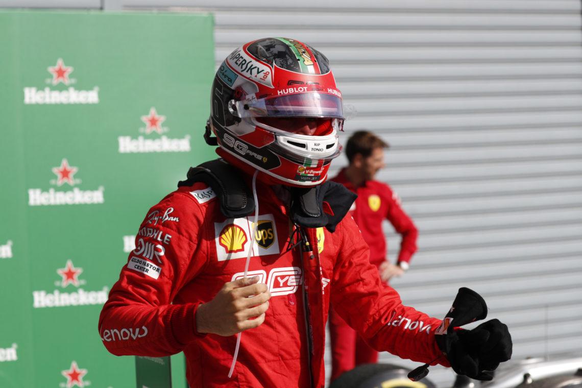 F1, lampo rosso a Singapore: Leclerc conquista la pole position a Marina Bay