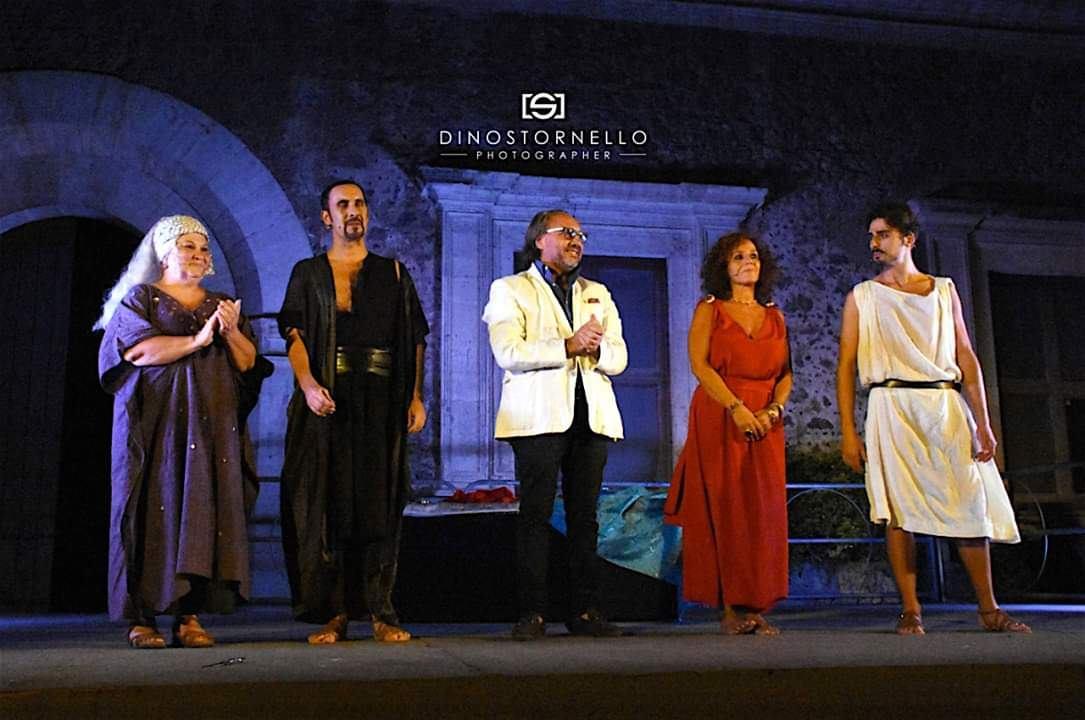 Al castello Ursino si consuma il dramma di Fedra dove amore e morte sono indissolubilmente legati
