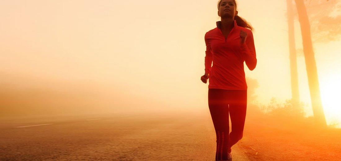 Fare sport al mattino migliora le performance lavorative e scolastiche