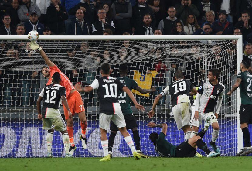 Top & Flop Serie A: Buffon viaggia nel tempo, tripletta per Cornelius