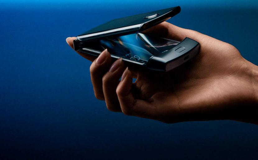 """Ritorna lo smartphone """"a conchiglia"""": bentornato """"Motorola Razr""""!"""