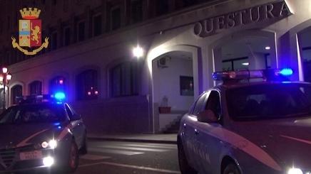 """Torino: il trucco della """"carta spagnola"""" non funziona. Arrestato per furto"""