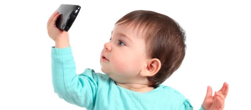 È ufficiale: l'uso eccessivo del cellulare causa difficoltà linguistiche e motorie
