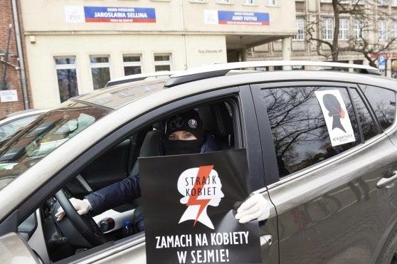 Polonia: il Covid-19 ora è un pretesto per rendere l'aborto illegale