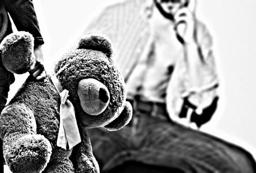 Catania, afferra la mano a bambina di 9 anni e si fa masturbare