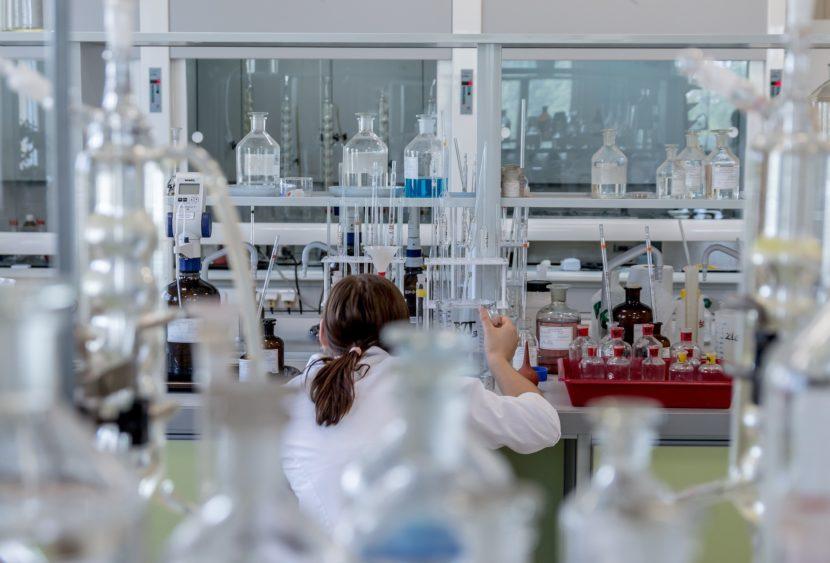 """Vaccino Covid-19, da Oxford: """"Passi avanti, a settembre forse la produzione"""""""
