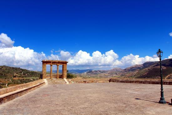 Una finestra sul mare: terrazzo belvedere di Sambuca di Sicilia