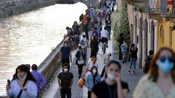 "Milano ""irresponsabile"": ""l'ape"" sui Navigli, sindaco Sala furioso: «Si cambi o li chiuderò»"