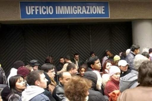 Riapertura ufficio immigrazione per consegne permessi di soggiorno