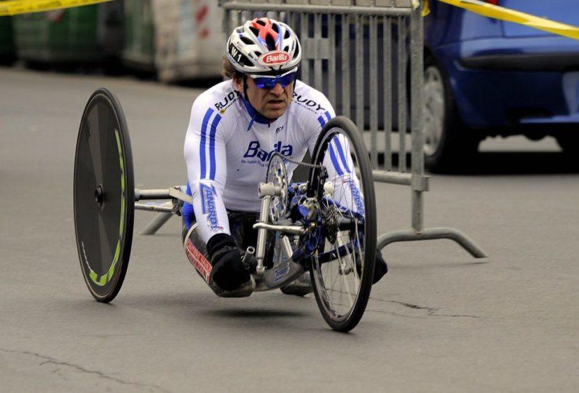 Grave incidente per Zanardi in handbike: travolto da un camion