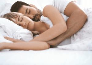 Dormire insieme migliora il sonno e il rapporto di coppia