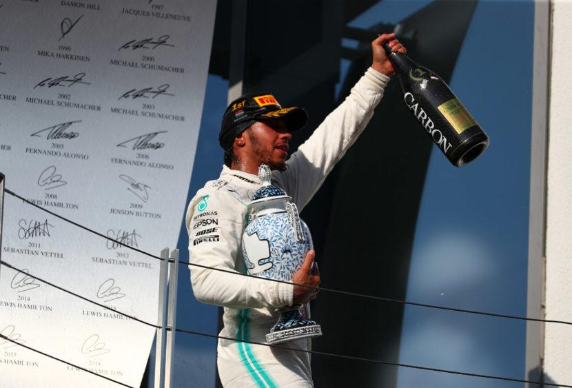 F1, Hamilton vince in Ungheria e sgretola record, Ferrari impalpabili