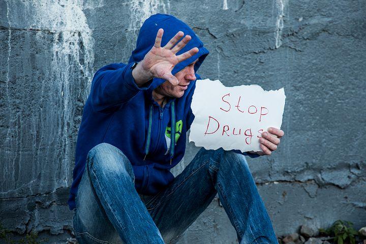 """Giovanissimi """"da sballo"""": ecco le droghe che rendono aggressivi"""